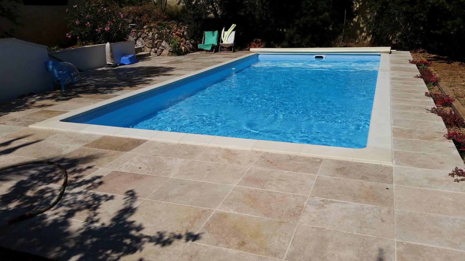 Piscine 8x4m sur toulon r alis par desjoyaux six fours for Accessoire piscine desjoyaux