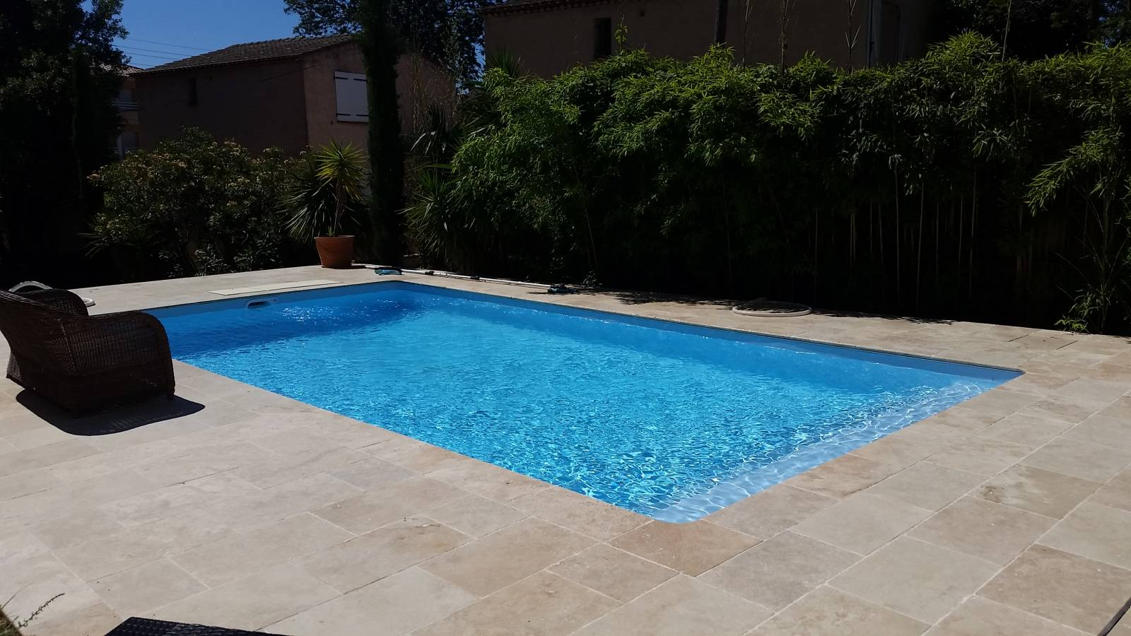 Piscine 8x4m sur toulon r alis par desjoyaux six fours for Piscine six fours