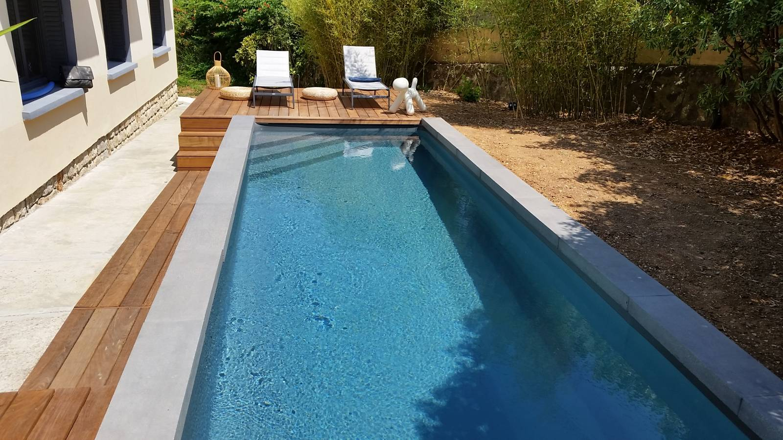 R alisations de piscines et de spas sur mesure six fours for Accessoire piscine var