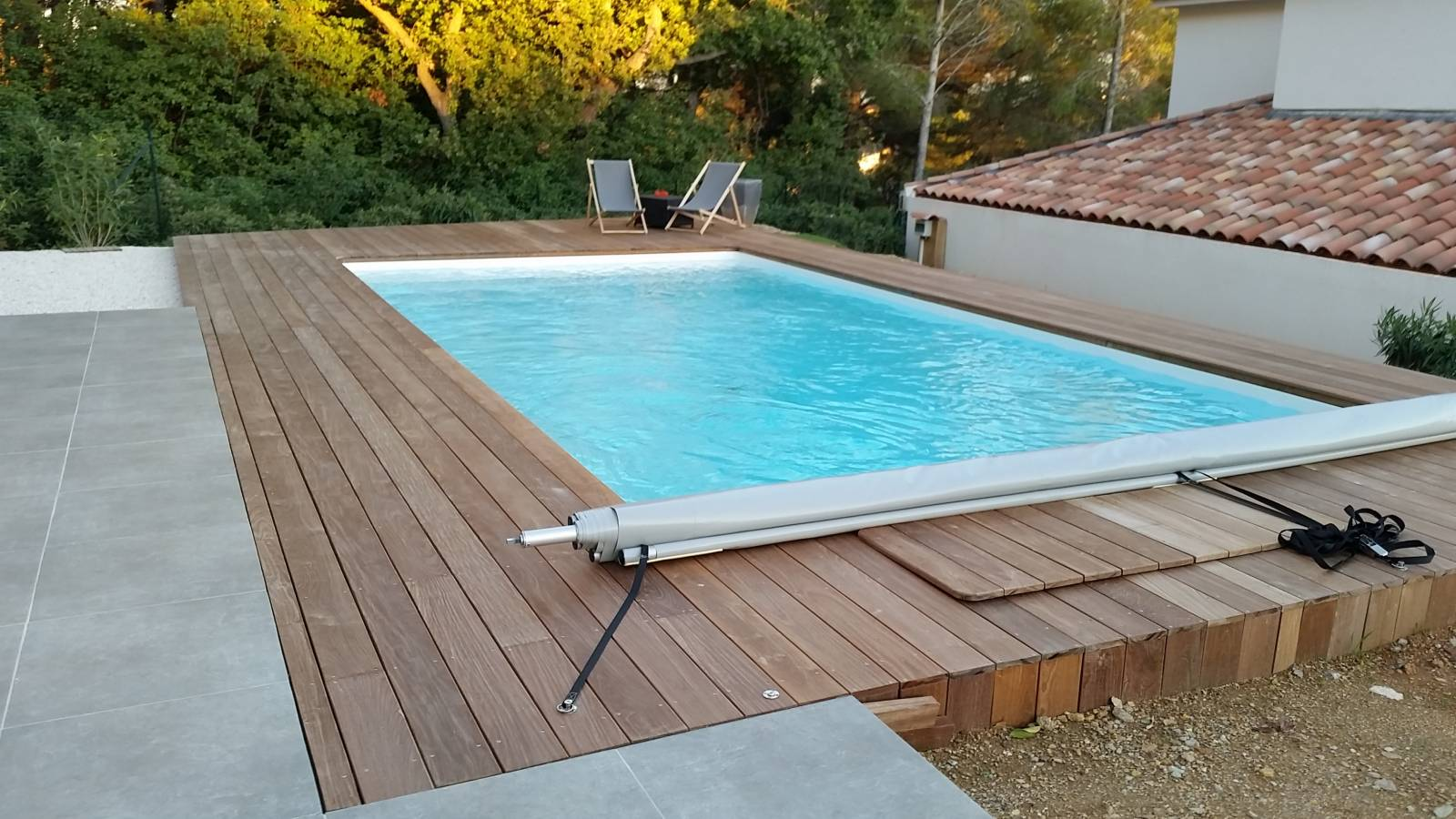 R alisation d 39 une piscine 8x4 m blanc desjoyaux six for Piscine 8x4