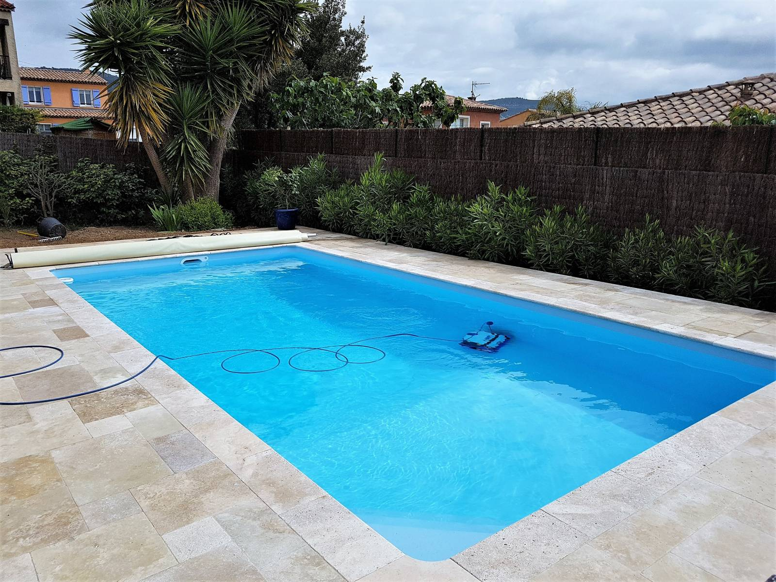 Plage en travertin multiformat jce piscines for Piscine bois 9x4