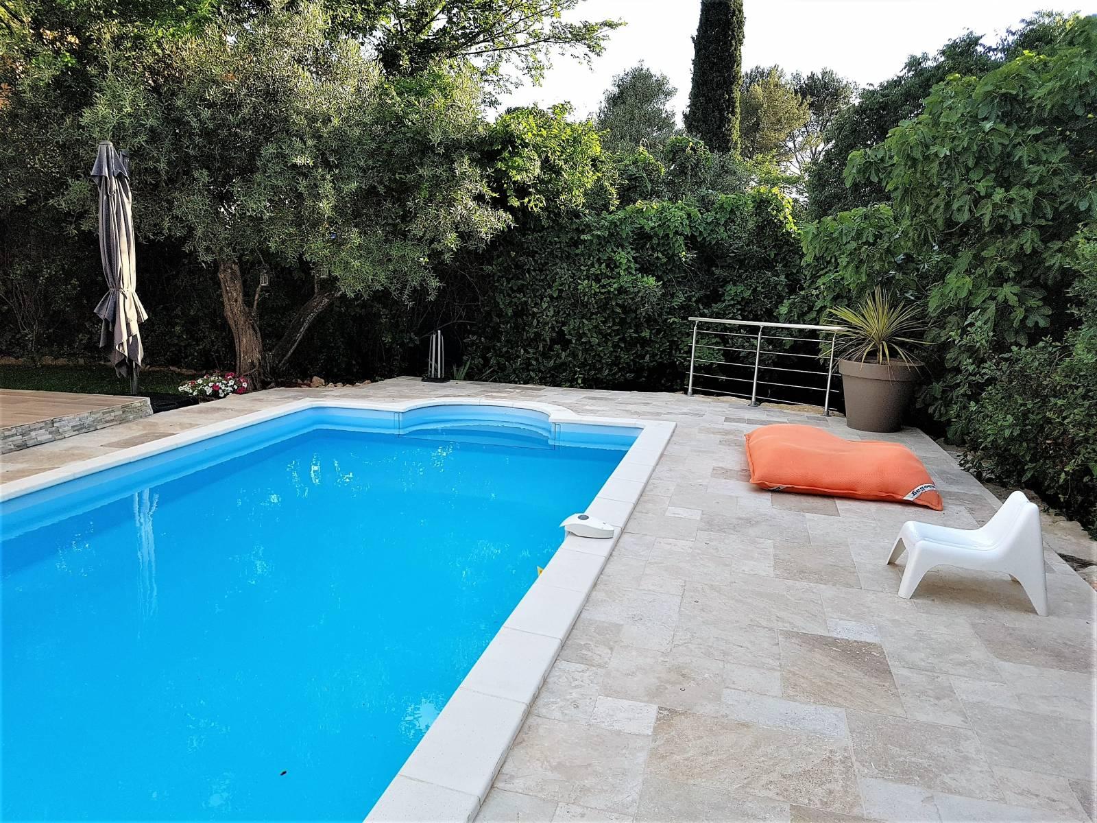 Dallage et margelles b ton jce piscines for Constructeur piscine beton var