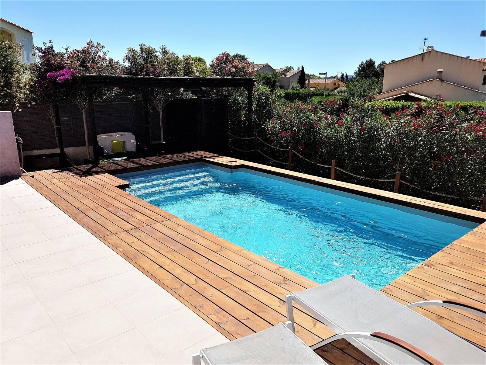 mini piscine 5x3 avec escalier sur sanary sur mer jce piscines. Black Bedroom Furniture Sets. Home Design Ideas