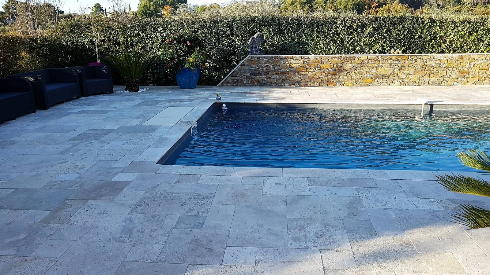 Plage en travertin multiformat jce piscines for Joint liner piscine