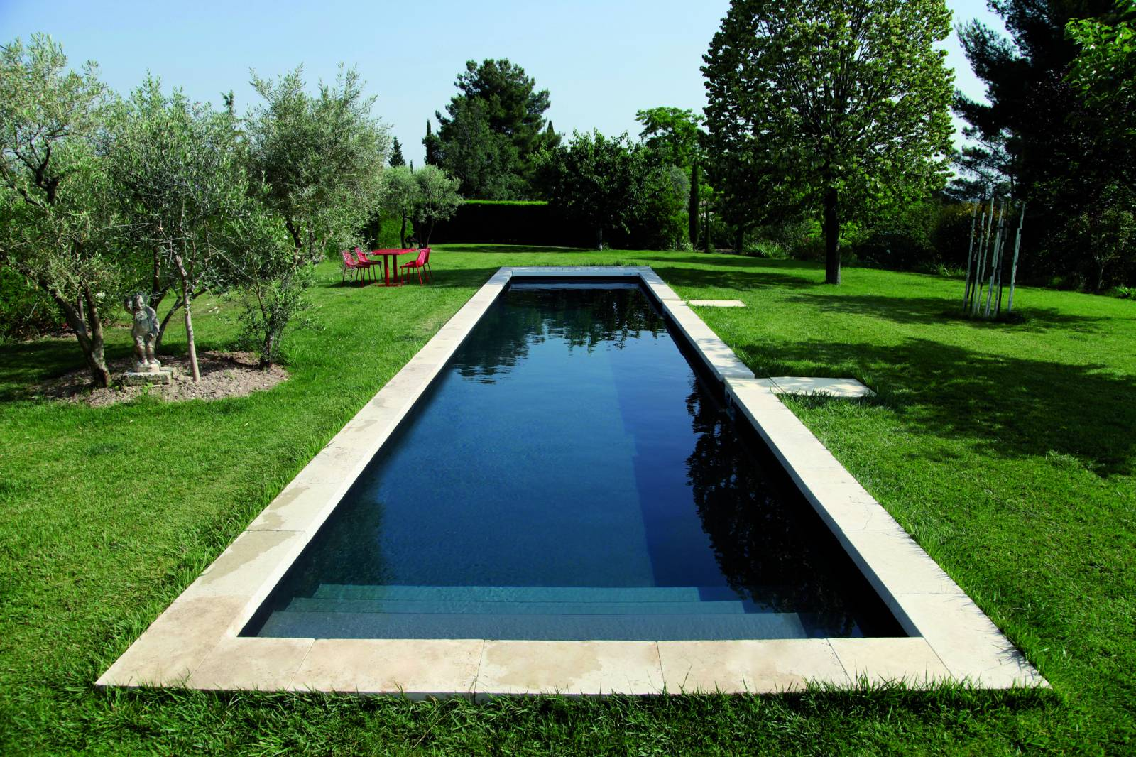 Couloir de nage noir jce piscines for Liner noir piscine