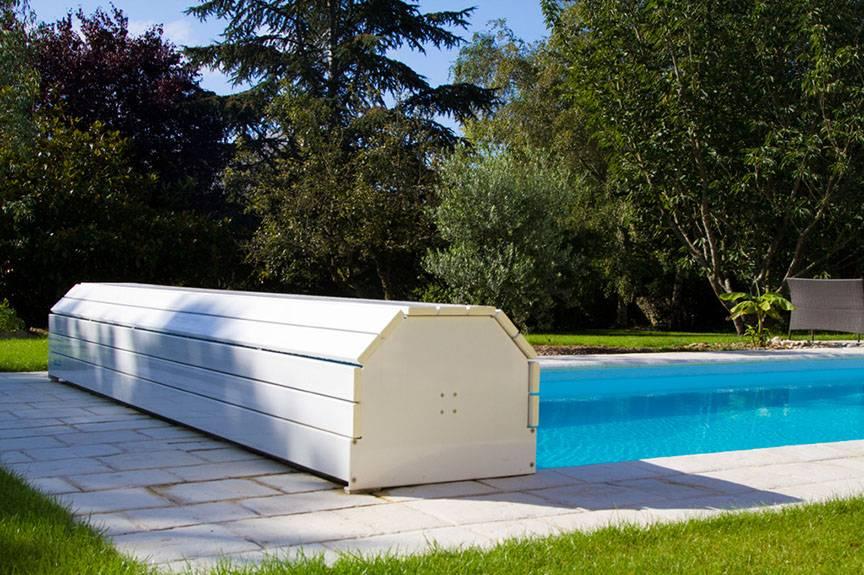 volet hors sol distribu par desjoyaux six fours les plages jce piscines. Black Bedroom Furniture Sets. Home Design Ideas