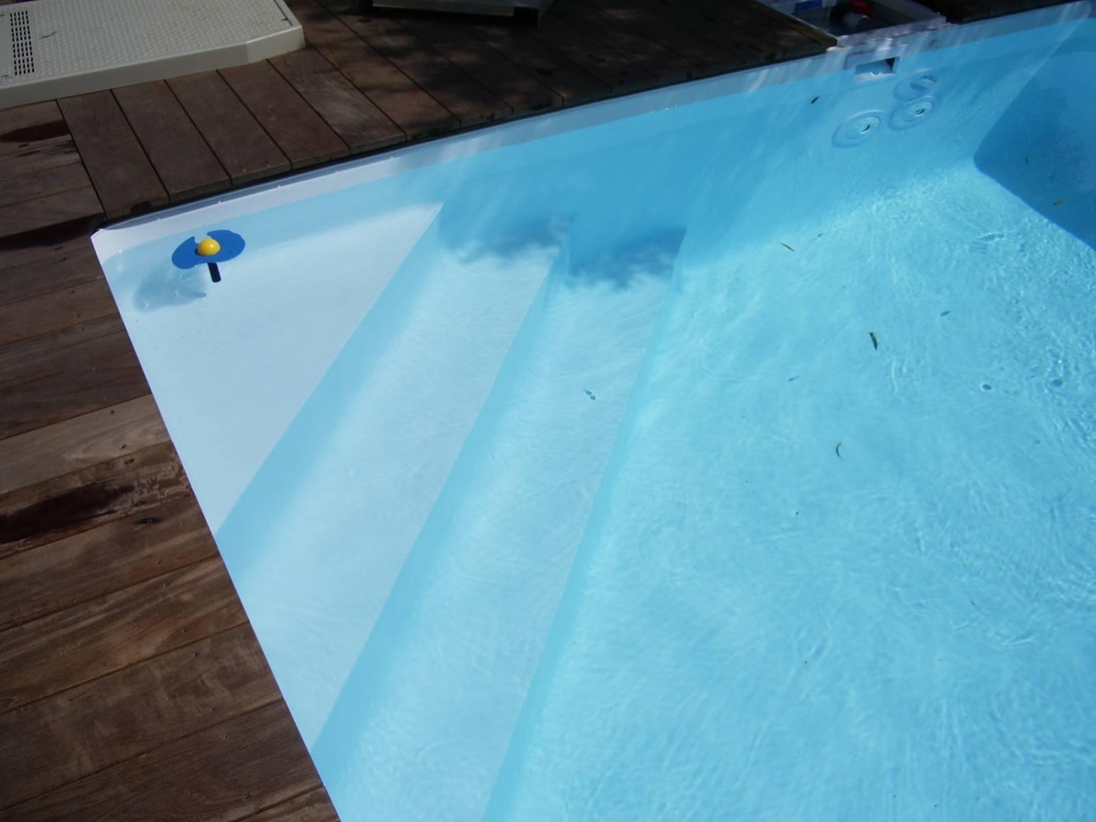 Escaliers et plages pour piscine jce piscines for Feutre sous liner piscine