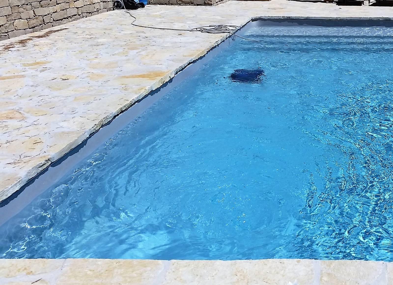 R alisation d 39 une piscine 9x4 m gris clair desjoyaux la for Realisation piscine