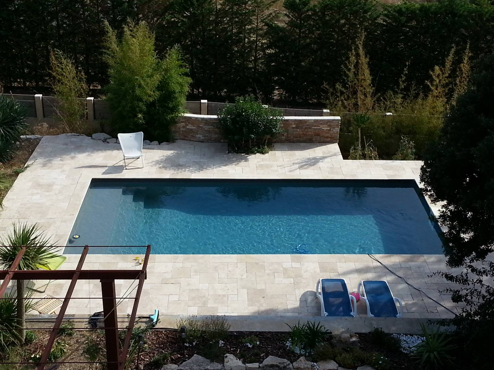 Piscine 9x4m rectangulaire gris anthracite avec filtration for Piscine desjoyaux