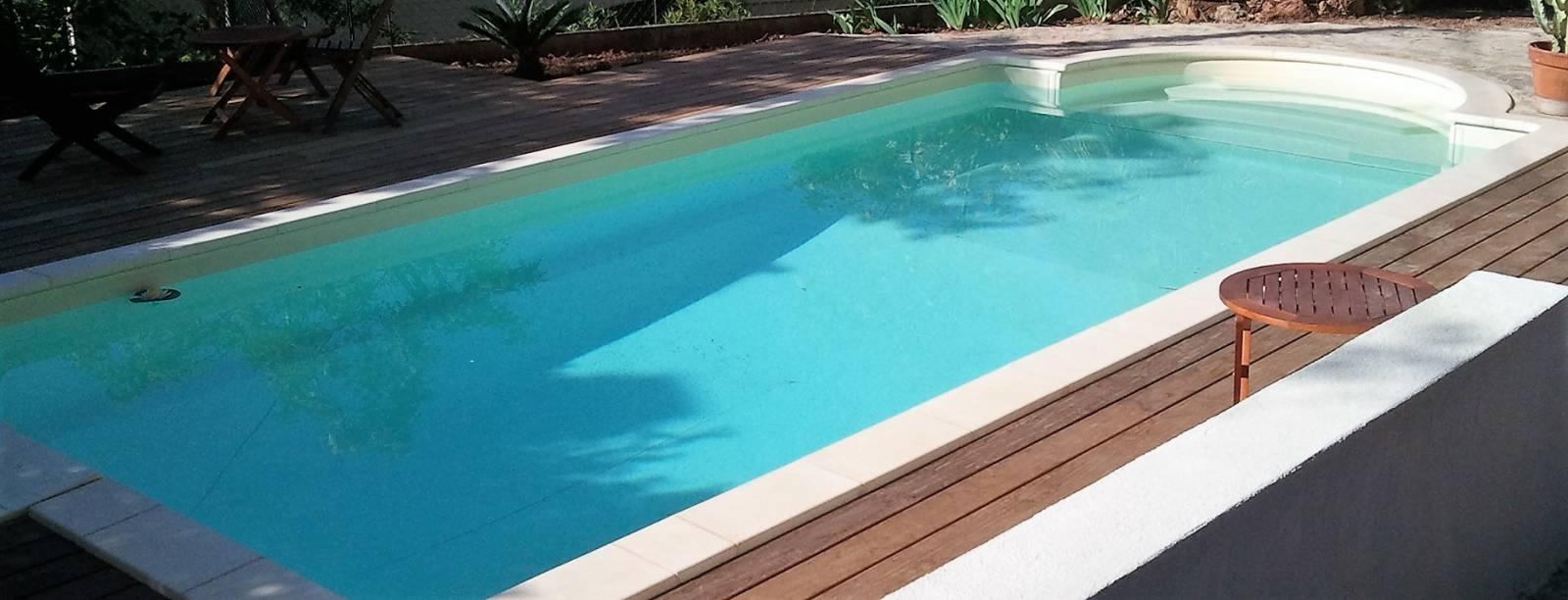Plage ipe autour d 39 une piscine desjoyaux six fours les for Renovation piscine desjoyaux