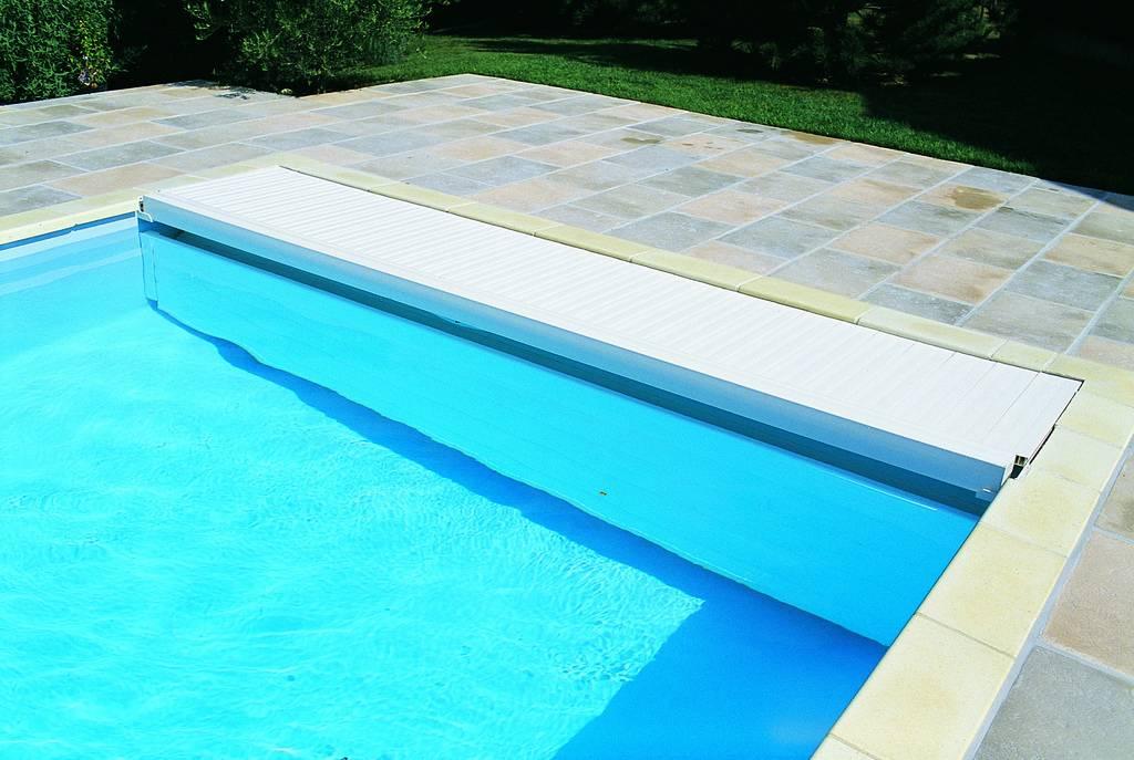 volet immerge de securite distribu par desjoyaux six fours les plages jce piscines. Black Bedroom Furniture Sets. Home Design Ideas