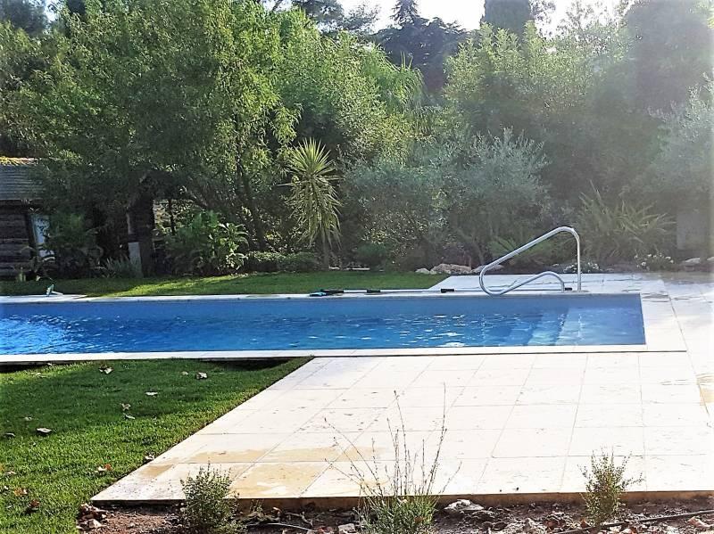 Piscine10x4m sur toulon dans le var jce piscines for Accessoire piscine var