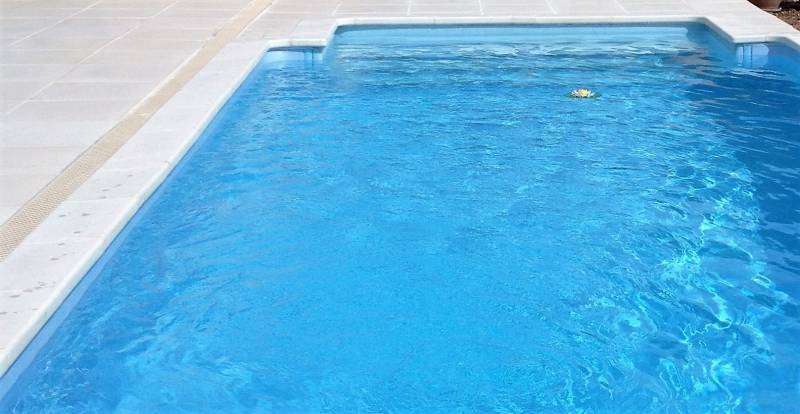 Escaliers et plages pour piscine jce piscines for Escalier pour piscine