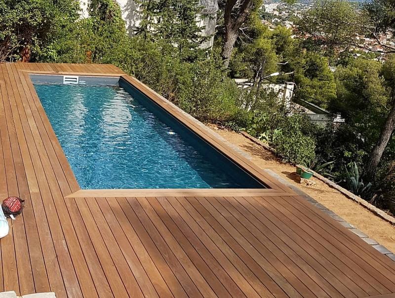 Installation d 39 une plage en bois pour piscine dans le var for Piscine six fours