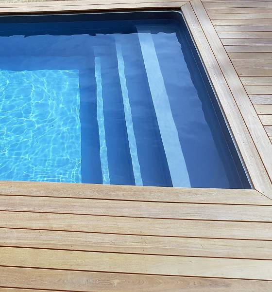 installer piscines desjoyaux var formes dimensions piscine jce piscines. Black Bedroom Furniture Sets. Home Design Ideas