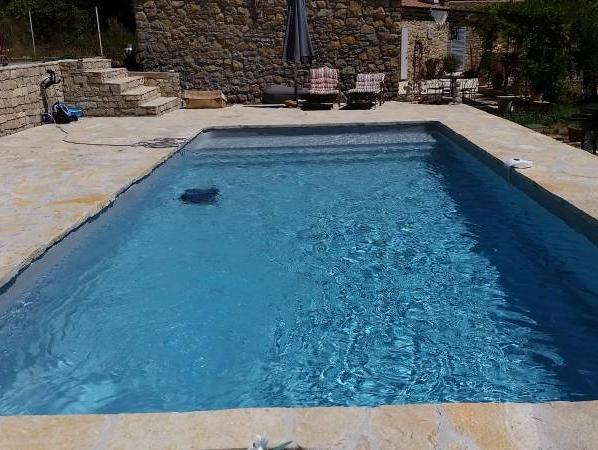 R alisations de piscines et de spas sur mesure six fours for Piscine coque gris anthracite
