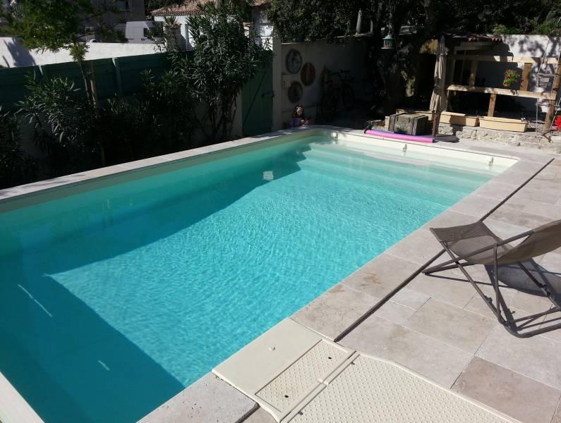 R alisation d 39 une piscine m de couleur sable par for Piscine sanary