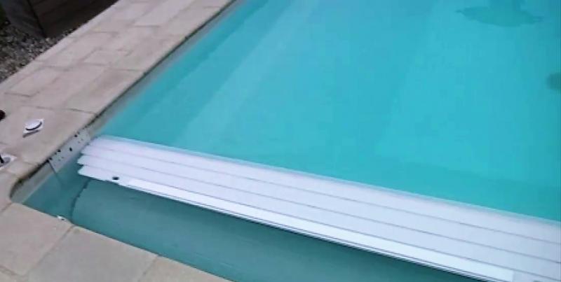 Volet immerge de securite distribu par desjoyaux six fours les plages jce - Volet piscine desjoyaux ...